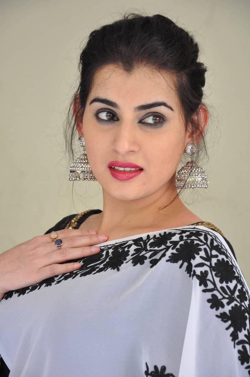 Archana Veda Hot Photos In White Saree