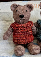 http://translate.google.es/translate?hl=es&sl=en&u=http://www.simplynotable.com/2014/knit-one-piece-teddy-bear-pattern/&prev=search