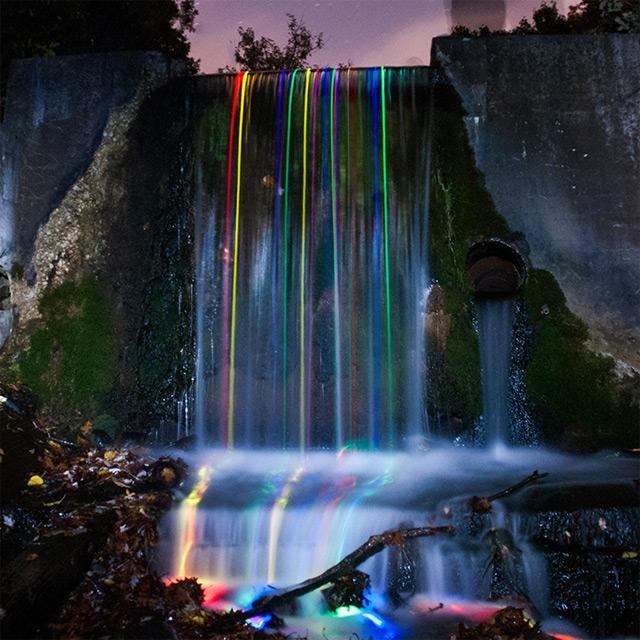 まるでワープのよう?長時間露光で撮られた美し作品7つ【Art】 光る滝