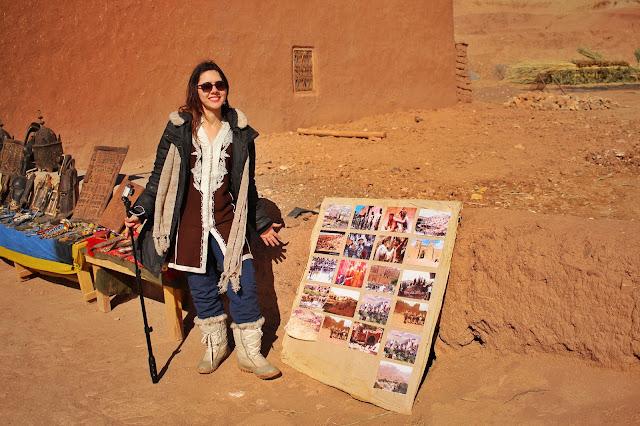 Uma foto dos filmes filmados em Ait-Ben Haddou, em sua porta de entrada.