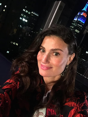 Idina Menzel on the set of the Beaches remake (1)