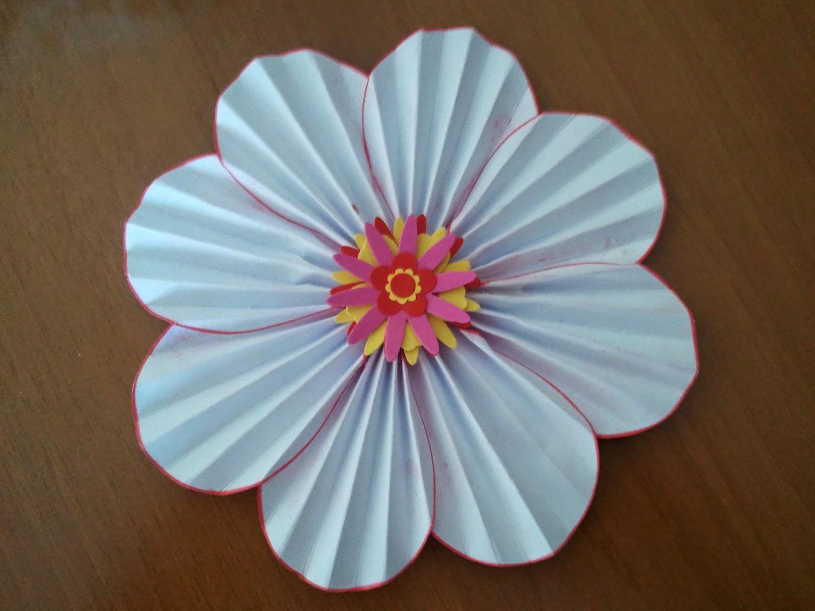 Ilcassettodigio fiori di carta scrapbooking tutorial for Fiori semplici
