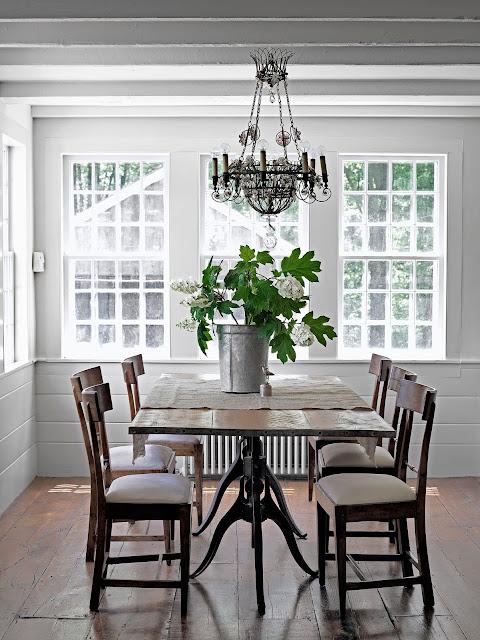 Simple ergonomic white window