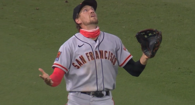Hunter Pence loses fly ball in the lights Giants vs Dodgers 8/8/2020