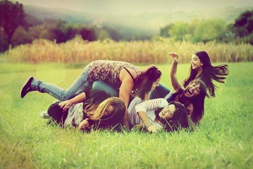 meninas brincando mostrando a amizade