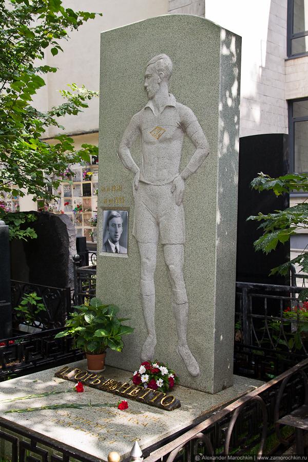 Могила Игоря Нетто на Ваганьковском кладбище