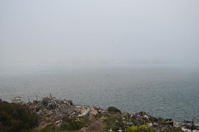 Muito frio e mar batido - impossível alguém escapar de lá.