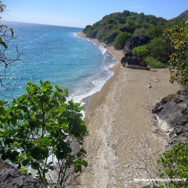 Wisata Pantai Watu Pajung