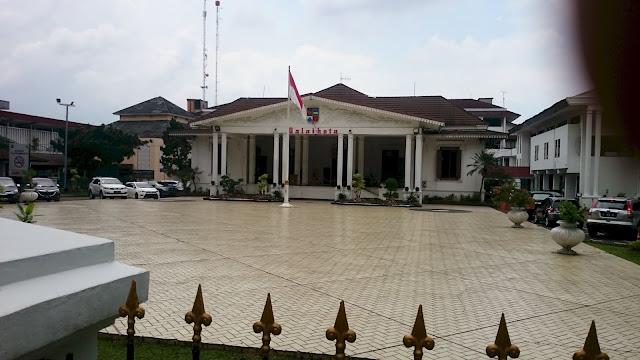Balai Kota - City Square/ Alun Alun Bogor - Image: Author