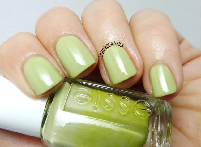 Smalto verde Essie Navigate Her nail polish