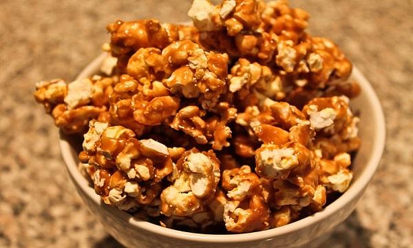 resep-praktis-cara-mudah-membuat-popcorn-caramel-ala-bioskop-di-rumah-vimelokacom