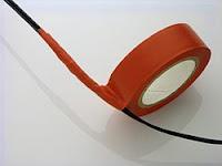 Un aislante es cualquier material capaz de impedir el flujo eléctrico, los mejores aislantes son el plástico, el vidrio, y la cerámica.