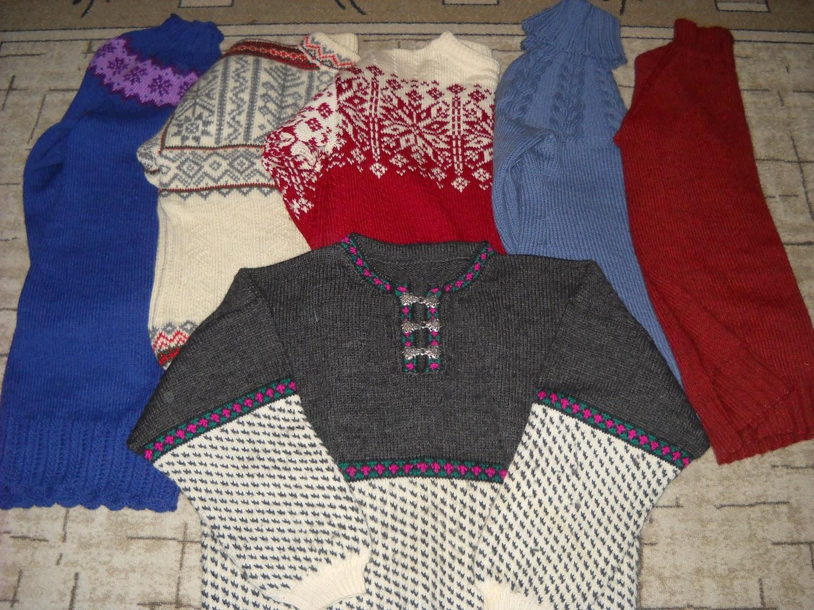 097f2603 Genseren i front er den aller første store genseren jeg strikket og det var  enten sommeren jeg fylte 16 eller 17 år (litt usikker her).