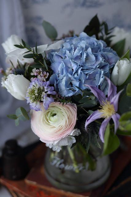 kukkakimppu, flowerbouquet, hortensia, kärhö