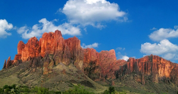 Superstition Mountains (Gunung-gunung Berhantu)