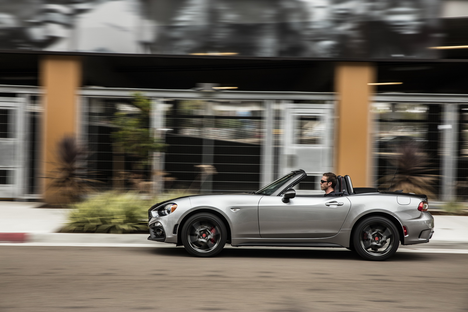 usa s 2017 fiat abarth 124 spider analyzed in 100 photos carscoops. Black Bedroom Furniture Sets. Home Design Ideas