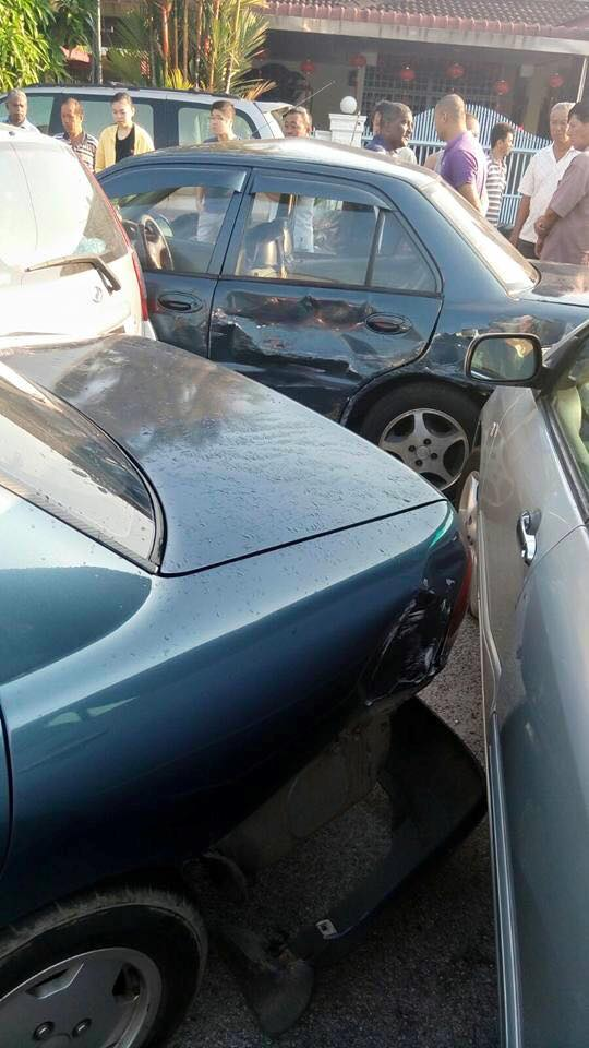 Bengang Kenderaan Di Parkir Sesuka Hati, Driver Lori Langgar 18 Kenderaan