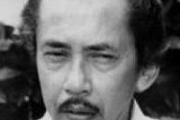 "Sang Pencemooh yang Dicintai ~ Biografi AA Navis, penulis ""Robohnya Surau Kami"""