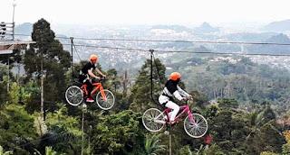 sepeda gantung salah satu fasilitas di puncak mas bandar lampung
