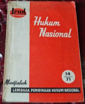 Majalah Lembaga Pembinaan Hukum Nasiinal edisi desember 1971.107 halaman. harga 40.000 belum ongkos kirim. minat hub 085866230123