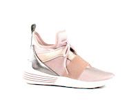 https://www.moernaut.be/nl/kendall-kylie-sneakers-roze-braydin