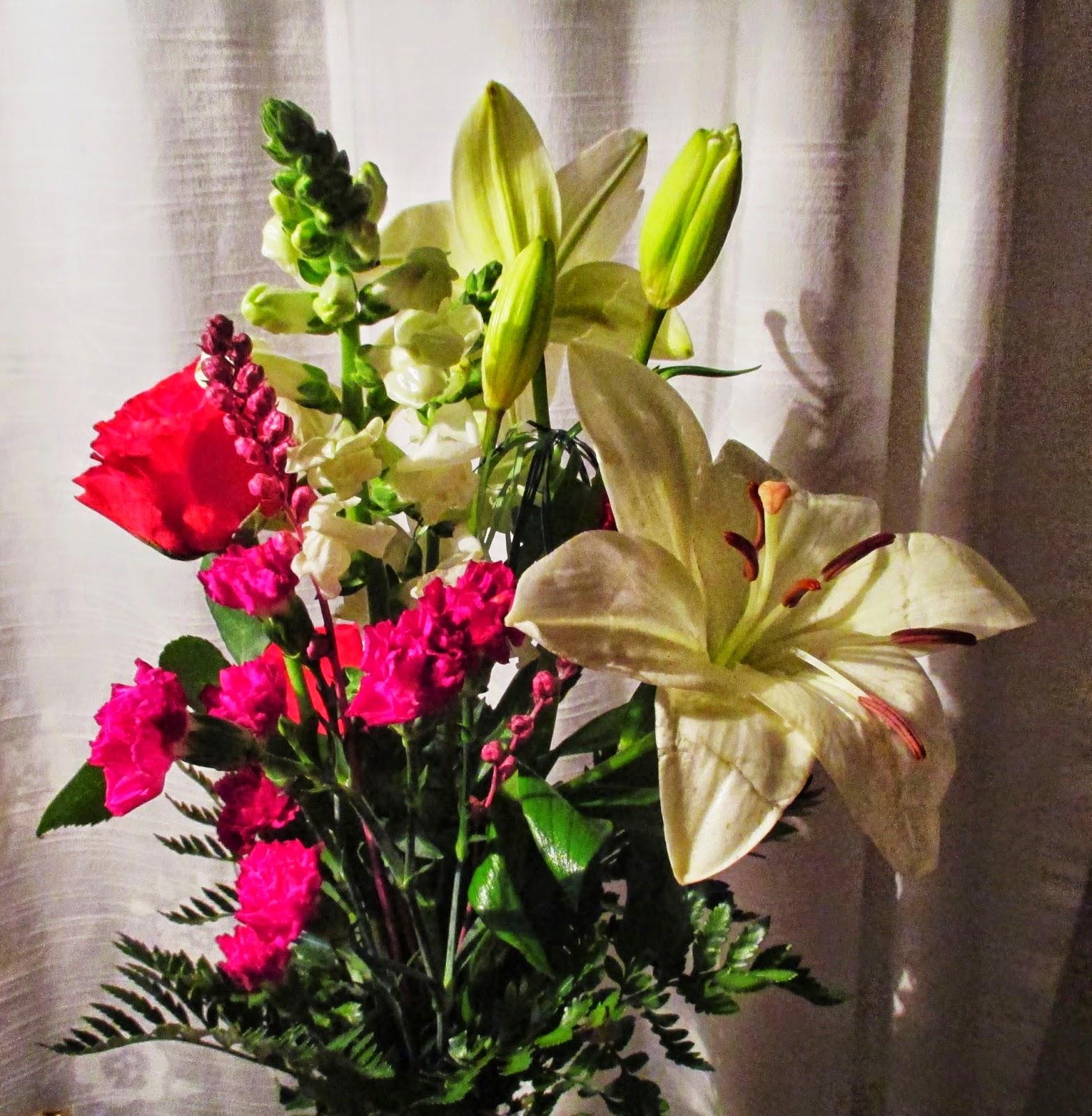 Liljat ja ruusut, kukkakimppu