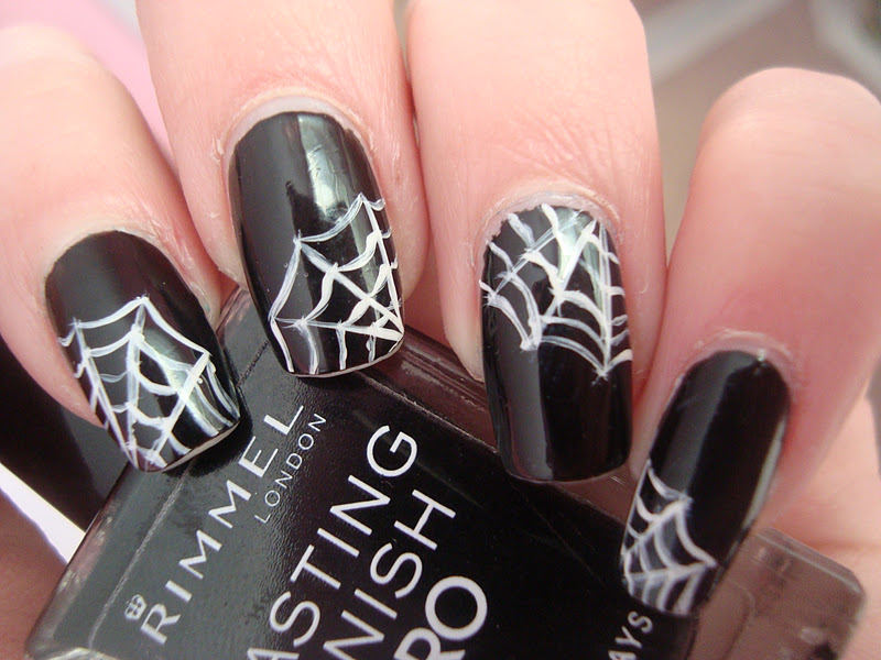 10 Halloween Spider Nail Designs