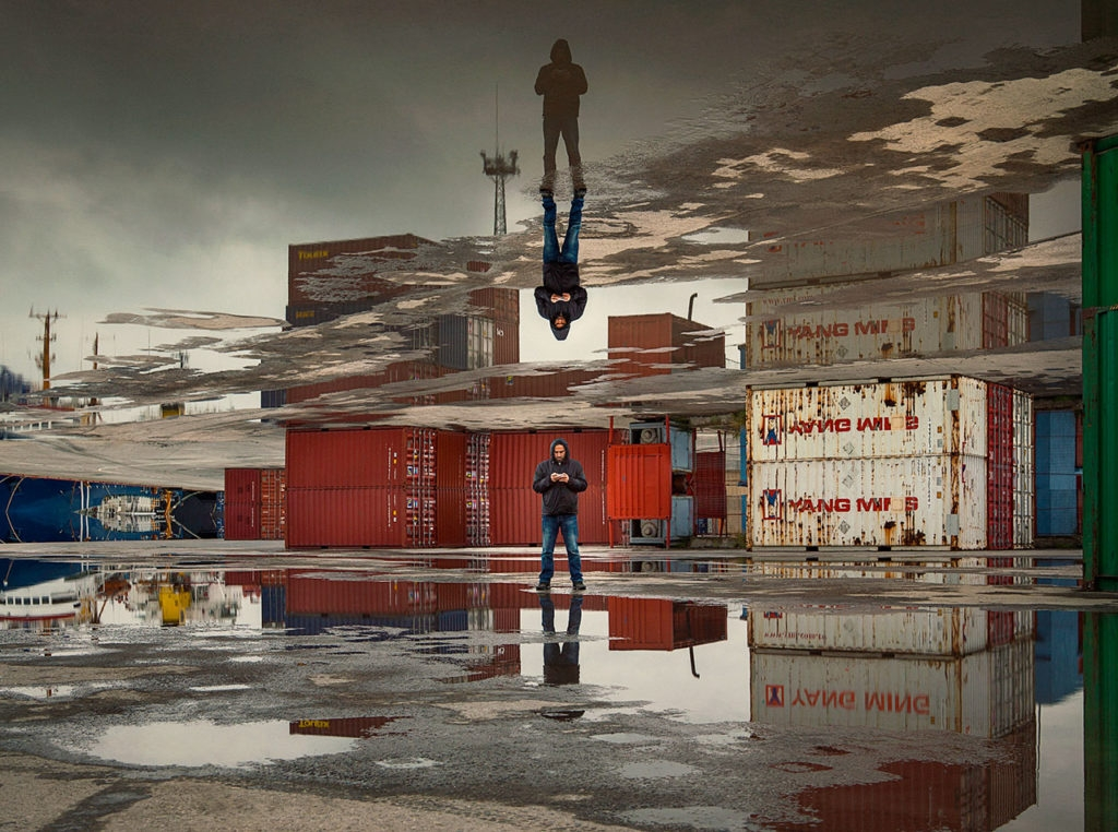 03-Aydın-Büyüktaş-Surreal-Photographs-Manipulated-to-Mess-with-your-Mind-www-designstack-co