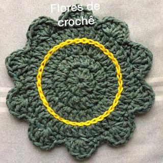 porta copos de croche amarelo pronto flores de crochê