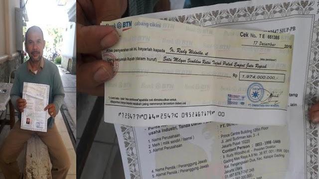 Temukan Cek Senilai Hampir Rp 2 Miliar di Jalan, Ismail Gemetar dan Pucat. Ternyata...