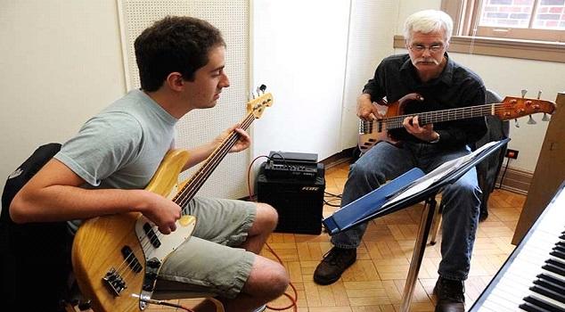 menjadi freelance mengajar musik