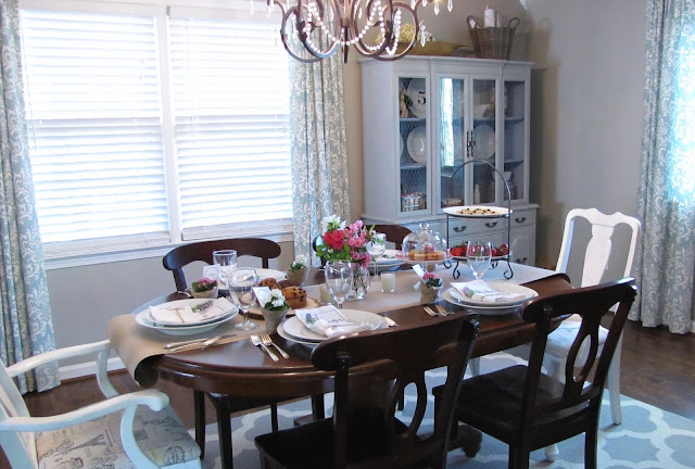 dining room table settng
