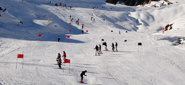 Skiing competition at Auli images