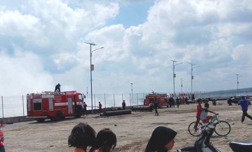 Pinggir Pantai Pelabuhan, Benteng Selayar, Terbakar