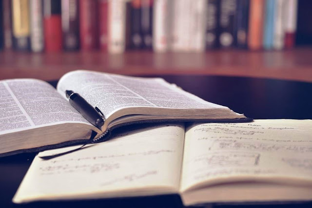 Pengertian Karya Ilmiah, Tujuan, Ciri-ciri dan Jenis-jenisnya