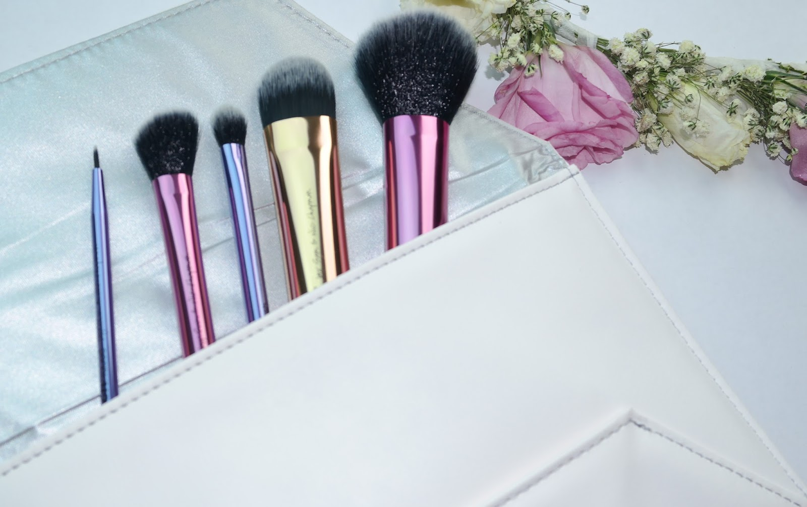 Deluxe gift brush set by real techniques