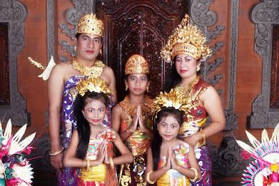 Provinsi Bali - Pakaian Adat Tradisional Bali