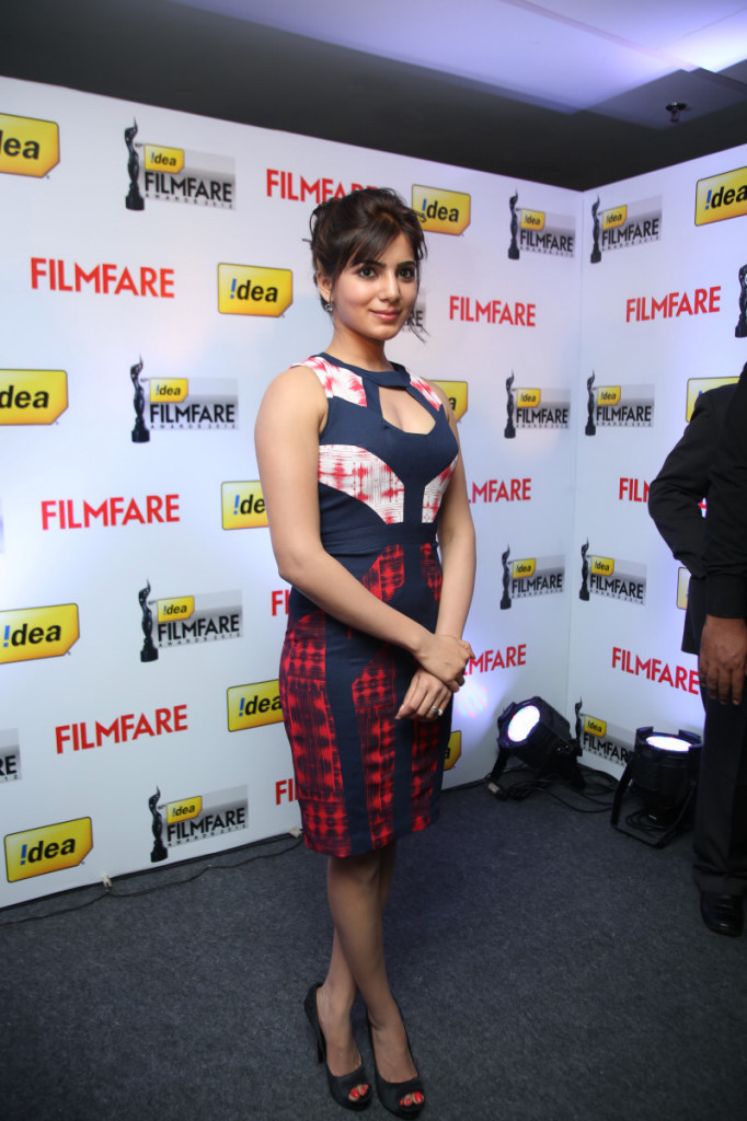 Samantha looking gorgeous sexy in attractive neck dress at 60th idea filmfare awards