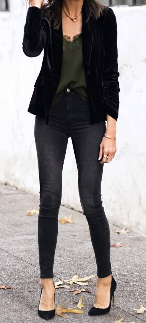 trendy spring outfit / black velvet blazer + top + skinny jeans + heels