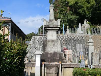 崇源院の宝篋印塔