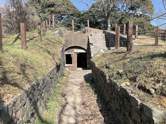 かつての軍事拠点?関門海峡を見下ろせる、下関の火の山に残る明治の砲台跡【y】
