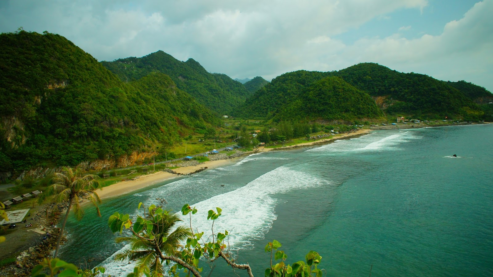 Keindahan Wisata Alam Pantai Lhoknga Di Daerah Serambi Mekah Travellink Indonesia