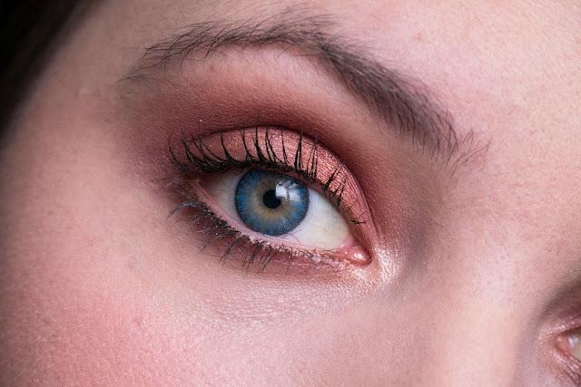 Orange make-up for blue eyes