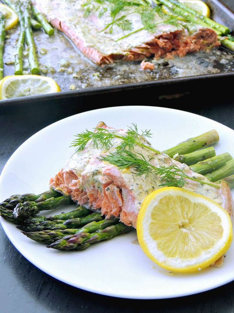 Forget about the fuss, and mess, with this quick and easy gluten-free, low carb, keto-friendly Sheet Pan Salmon and Asparagus recipe. It is a healthy and delicious meal that you will have on the table in less than 30 minutes! #sheetpan #salmon #lemon #dill #asparagus #lowcarb #glutenfree #keto #30minute #easy #recipe | bobbiskozykitchen.com