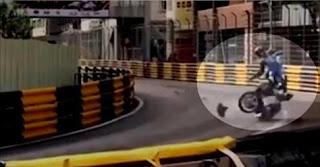 شاهد بالفيديو  لحظة  مصرع سائق دراجات نارية محترف في سباق