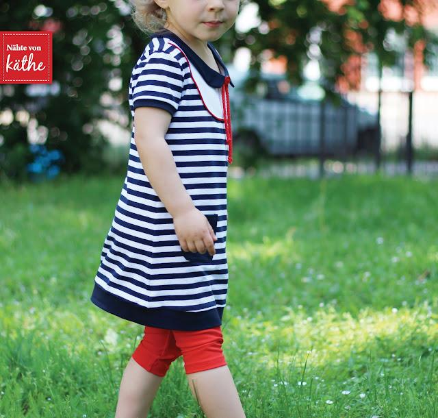 maritimes Kleid nach dem Schnitt der Mini-Mathilda vom Kreativlabor Berlin, Leggings nach den Beinschmeicheleien von Rosarosa