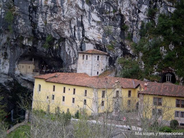El Santuario de Covadonga  y la Colegiata de San Fernando, Asturias