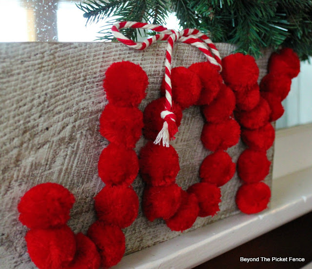 Christmas sign, DIY, easy craft, pompoms, Joy sign, https://goo.gl/OTFQA6