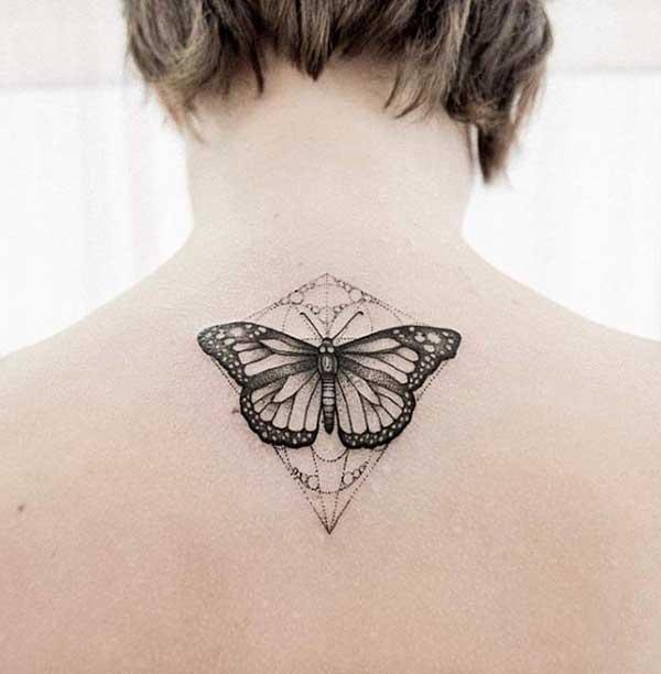 geometrik kelebek dövmesi