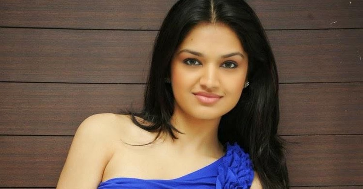 Tara Alisha Berry Pics In Blue - Attrice cinematografica Mastram-3144